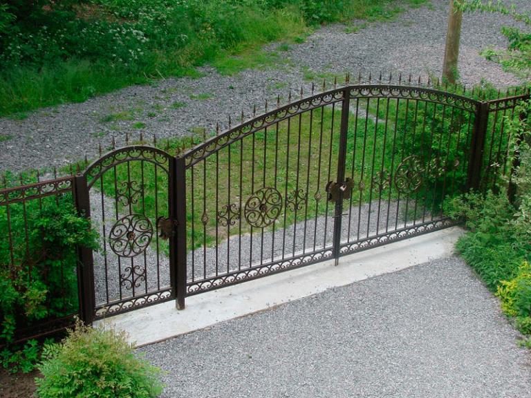 Ковка в саду кованые ворота