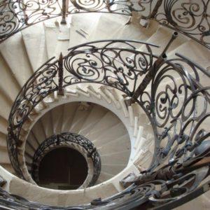 Кованая винтовая лестница от Наковали