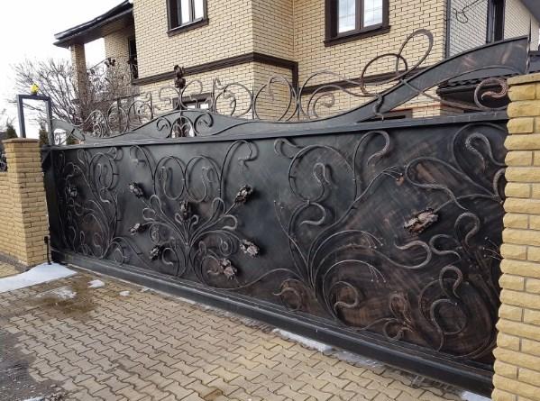 Кованые красивые откатные ворота2