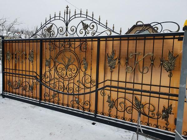 Кованые откатные ворота3