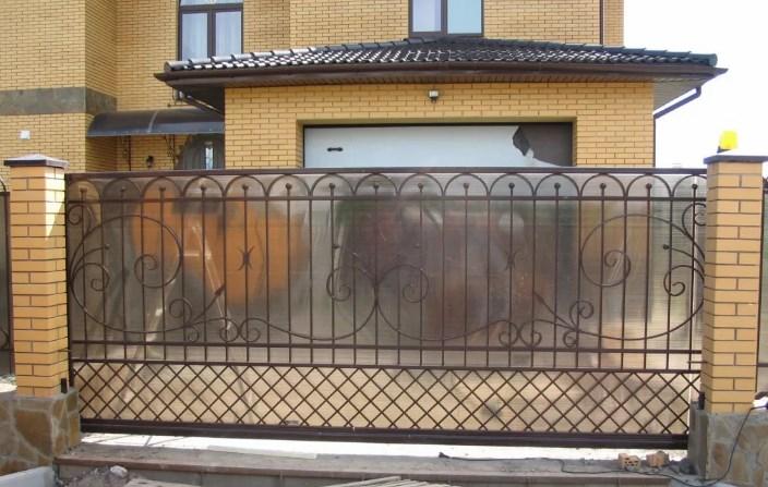 Кованые откатные ворота5