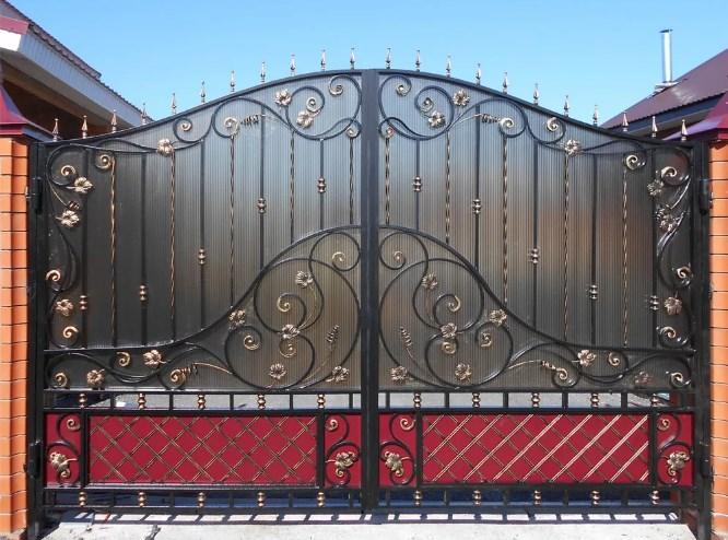 Кованые ворота распашные с калиткой Цена: 14000 руб/м2