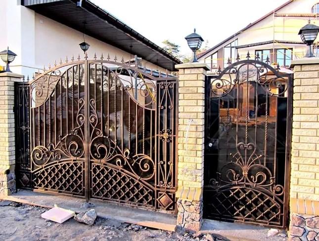 Кованые ворота распашные с калиткой №5 Цена: 13500 руб/м2
