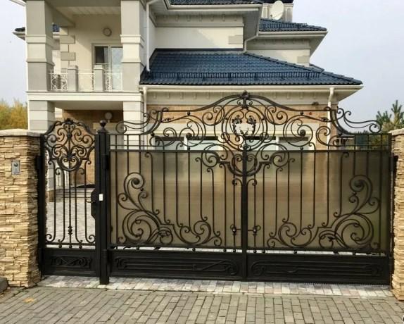 Кованые ворота распашные с калиткой №6 Цена: 13800 руб/м2