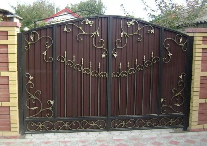 Кованые ворота распашные с калиткой Цена: 11600 руб/м2