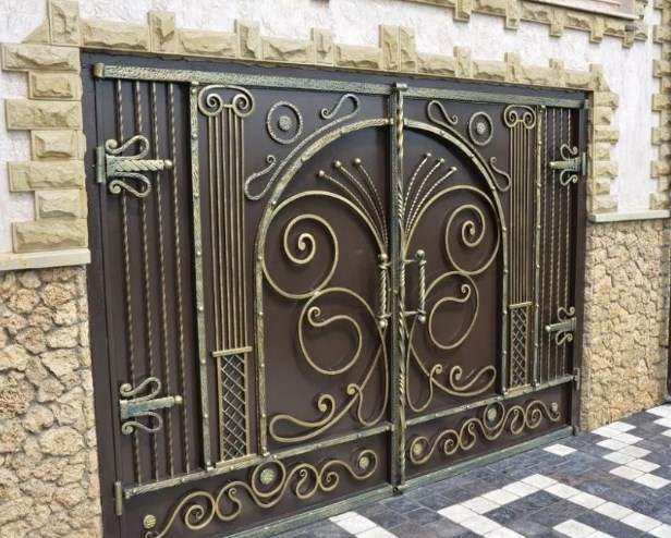 Кованые ворота распашные с калиткой №11 Цена: 13600 руб/м2