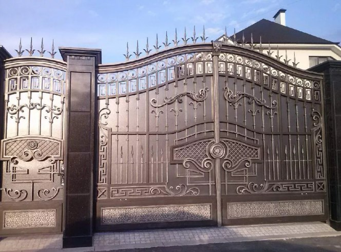 Кованые ворота распашные с калиткой №1 Цена: 14900 руб/м2