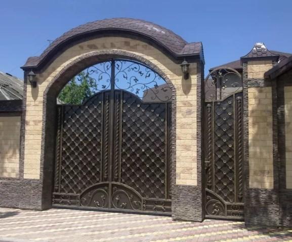 Кованые ворота распашные с калиткой №12 Цена: 15300 руб/м2