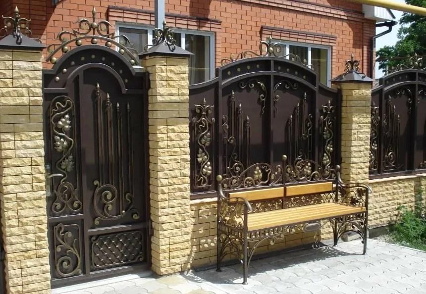 Кованые ворота распашные с калиткой Цена: 13800 руб/м2