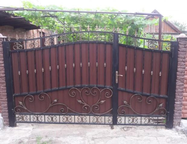 Кованые ворота распашные с калиткой №32 Цена: 10600 руб/м2