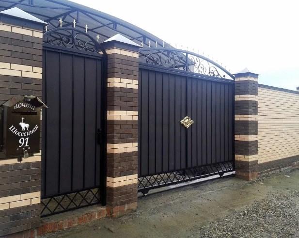Кованые ворота распашные с калиткой Цена: 9900 руб/м2