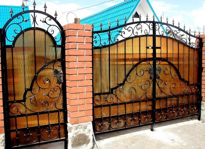 Кованые ворота распашные с калиткой Цена: 10000 руб/м2
