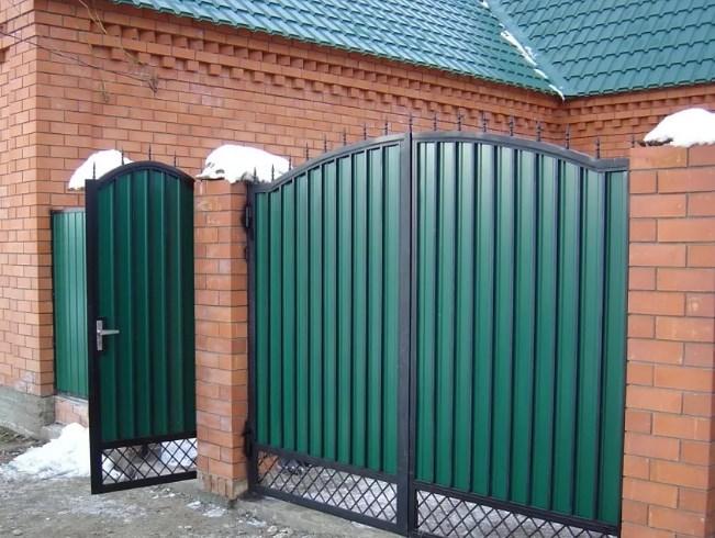 Кованые ворота распашные с калиткой №35 Цена: 7800 руб/м2