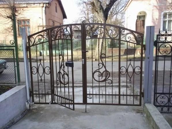 Кованые ворота распашные с калиткой №66 Цена: 10200 руб/м2