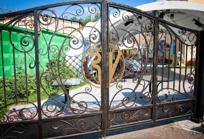 Кованые ворота распашные с калиткой №78 Цена: 14800 руб/м2
