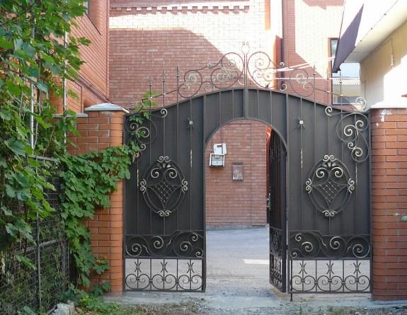 Кованые ворота распашные с калиткой №76 Цена: 11300 руб/м2
