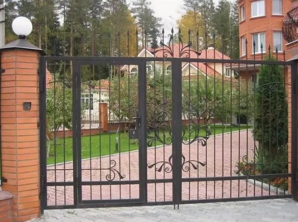 Кованые ворота распашные с калиткой №67 Цена: 8400 руб/м2