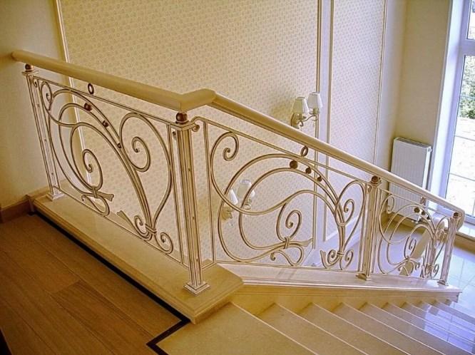 Кованые перила для лестницы белые