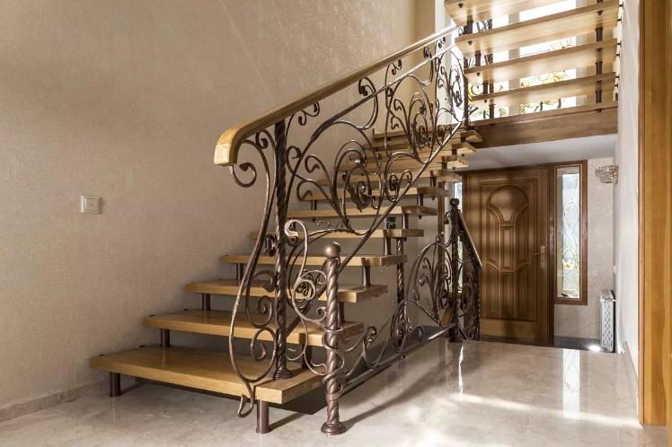 Кованая лестница (Г-образная) от Наковали