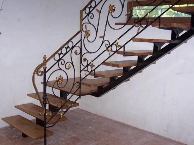 Кованая забежная лестница цена от Наковали