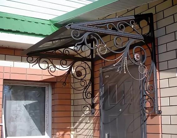 Кованый козырек с прямой крышей, фото цены от Наковали