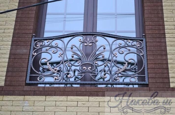 Кованые перила для фальш-балкона от Наковали