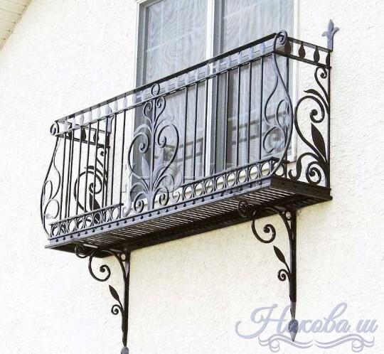 Кованые перила для фальш-балкона