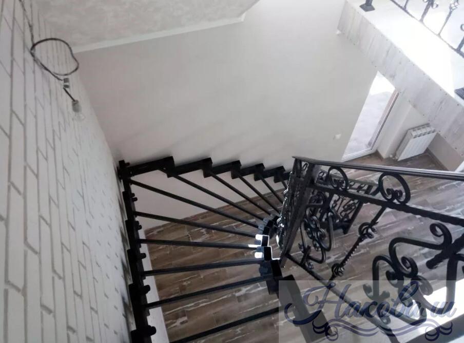 Металлокаркас лестницы с ковкой от Наковали