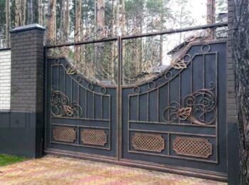 Кованые откатные ворота с аркой Наковали