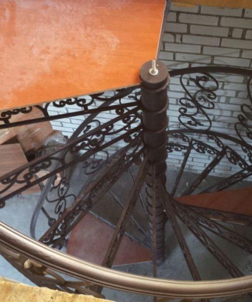 Кованые перла для винтовой лестницы в Щекино