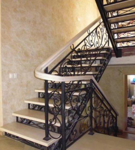 Металлокаркас лестницы с ковкой наковали 1