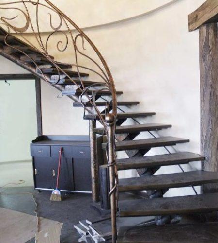 Металлокаркас лестницы с ковкой наковали 5