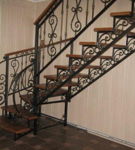 Металлокаркас лестницы с ковкой наковали 6
