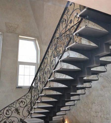 Металлокаркас лестницы с ковкой наковали 9