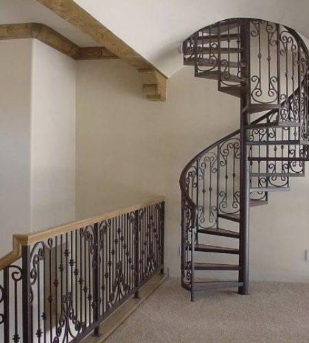 Металлокаркас винтовой лестницы с ковкой наковали 6