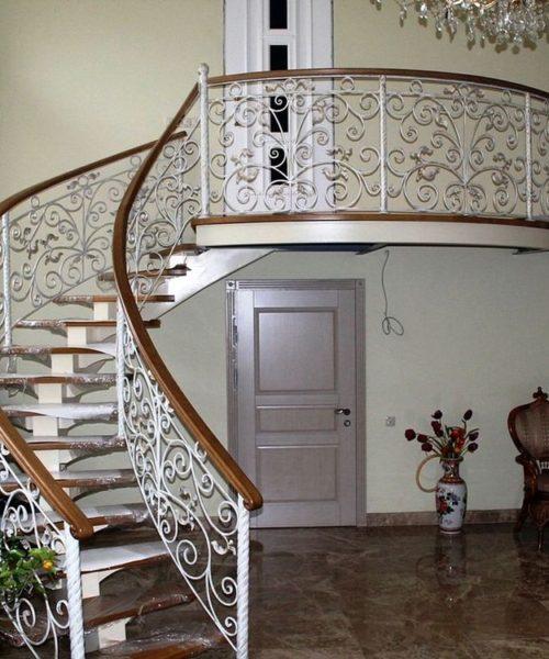 Винтовая кованая лестница в Щекино