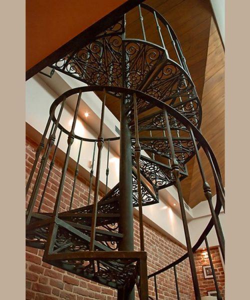 Винтовая кованая лестница 7