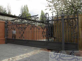 Красивые кованые откатные ворота