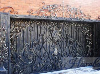 Кованые ворота откатные 66 с коваными столбами