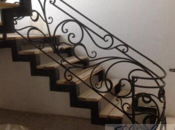 Металлическая лестница 014