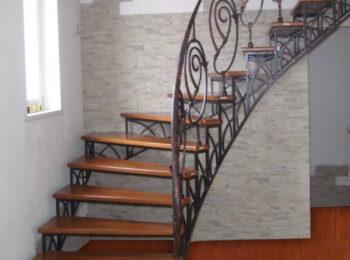 Металлическая лестница 015
