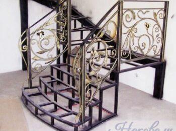 Металлическая лестница с коваными перилами 9
