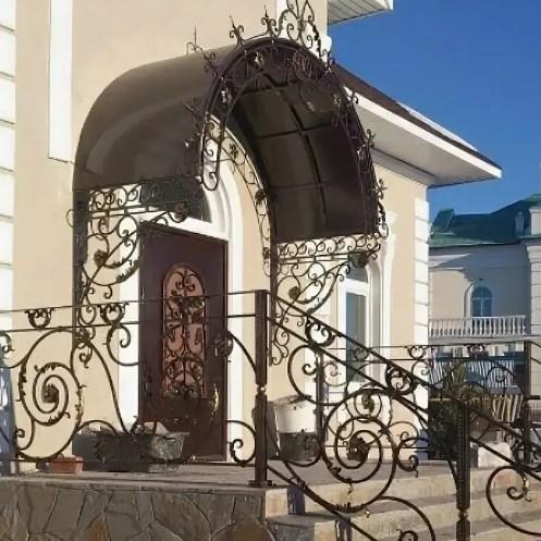Кованый козырек и перила для входа от Наковали в Туле