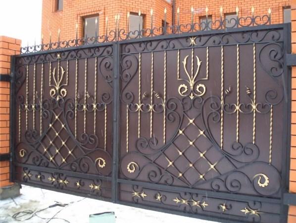 Кованые красивые распашные ворота ровные