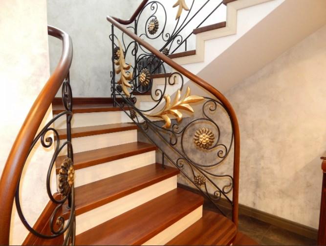 Кованые перила для лестницы с листьями от Наковали