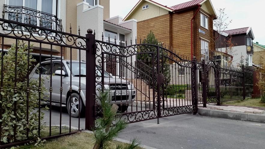 Кован-сварные ворота распашные №65 Цена: 9800 руб/м2