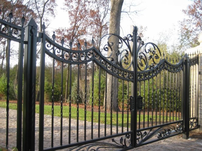 Кован-сварные ворота распашные №55 Цена: 11700 руб/м2