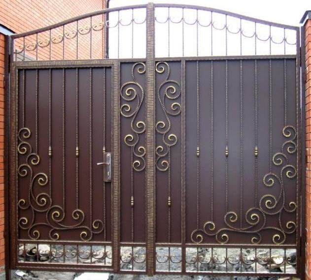 Кованые ворота распашные с калиткой №73 Цена: 10400 руб/м2