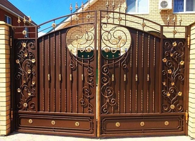 Кованые ворота распашные с калиткой №8 Цена: 12200 руб/м2