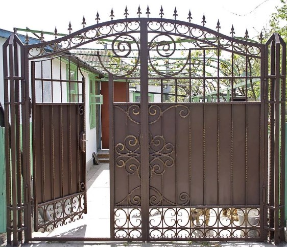 Кованые ворота распашные с калиткой №18 Цена: 11600 руб/м2